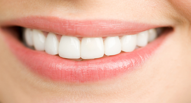 6 Natural Ways To Whiten Yellow Teeth