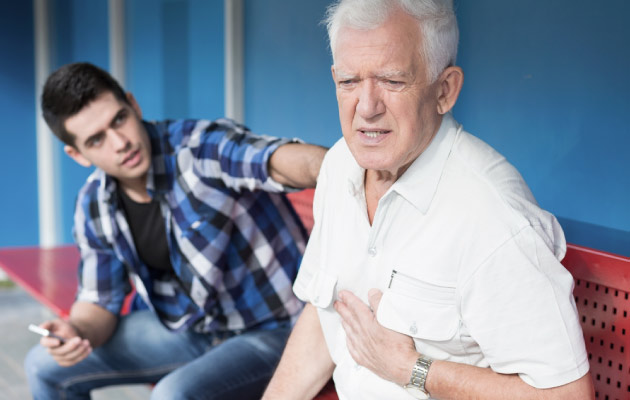 First Aid: Tips To Follow For Chest Pain
